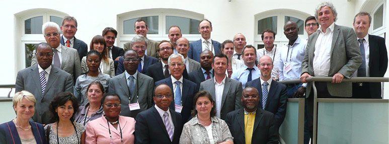 Photo des partenaires lors du lancement du Réseau en juillet 2013 (Paris)