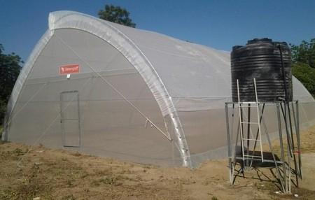 KirkHouse Trust dote l'IRAD-Maroua (Cameroun) d'une serre pour accroitre la production agricole