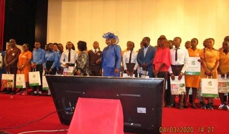 Des jeunes camerounais à l'école de la science et de la technologie au cours de la Rentrée scientifique 2020 à Yaoundé